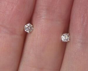 $2,500 18k white Gold F/VS Diamonds Studs.