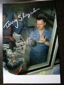 TERRY SLEZAK Hand Signed Autograph 4X6 PHOTO - 1st PERSON TO TOUCH MOON DUST