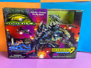 Godzilla MICRO Battle World at Brooklyn Bridge Flattens Big Apple 1998 Sealed