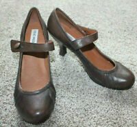 Steve Madden Clasikal Brown Leather Pumps Heels Womens Shoes Size 7 7.5 NEW Flaw