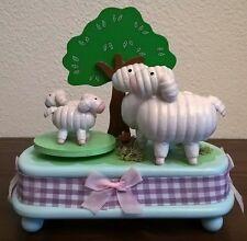 HolzSpieluhr MusicBox Sheep Schafe Baum Wiese blue blau grün weiß rosa Schleife