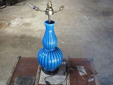 Ancienne lampe de salon bibliothèque en céramique bleu et laiton sans abat jour
