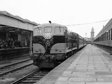 PHOTO  1978 TRAIN AT ROSSLARE HARBOUR 1978 CIE 181 CLASS DIESEL LOCOMOTIVE NO. 1