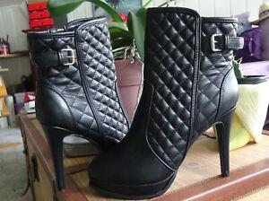 Schwarze Stiefeletten High Heels Pumps in Lederoptik für Größe 41 42 neu