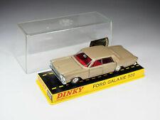 DINKY TOYS FRANCE - 1402 - Ford Galaxie 500 - Fauve intérieur rouge - En boite