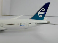 BOEING 787-9 AIR NEW ZEALAND 1/400 Hogan Wings 5132 ON GROUND 787 Dreamliner