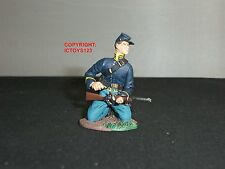 BRITAINS 31062 UNION CAVALRY TROOPER KNEELING LOADING METAL TOY SOLDIER FIGURE