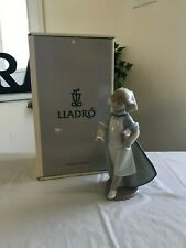 Lladro Young Nurse 6307 Mint Condition with Box Fast Shipping!