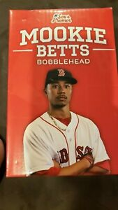 Mookie Betts Bobblehead Over the Wall Catch - Red Sox SGA Aug 2016