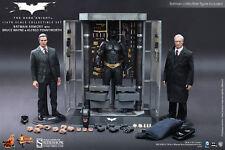 "Batman Armory Alfred & Bruce Wayne The Dark Knight 1/6 12"" Figur MMS236 Hot Toys"