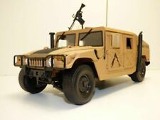 HUMMER H1 desert MILITARY POLICE 1/18 + fusil M16 US Army