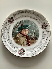 """More details for royal doulton christmas 1986 plate 8.5"""" with gold trim"""
