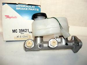 NOS Raybestos MC39421 Brake Master Cylinder FITS 1981 - 1982 nissan 310 Japan