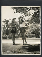 RITA HAYWORTH PICKS ORANGES - 1943 VINTAGE DOUBLEWEIGHT PHOTO BY M B PAUL