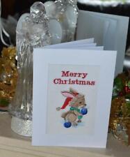 Une nouvelle machine brodé main fini Carte de Noël -- Lapin avec des boules.
