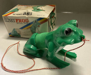 Rare Vintage SLINKY FROG TOY JAMES Ind. #440 Made USA Green Plastic Pull Toy