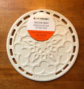 """Meringue"" LE CREUSET 8"" Round French Trivet Silicone Potholder Hot Pad Ivory"
