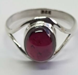 STUNNING STERLING SILVER AND GARNET RING SIZE P