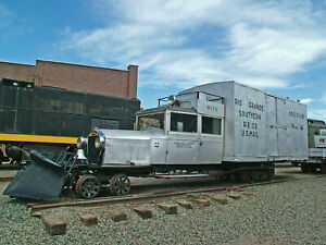 -The No frills prototype Picture CD Guide to Modeling the RGS Galloping Goose!