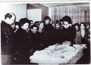 People near of the coffin of Russian poet @ actor Vladimir Vysotsky, 1980, 28.7.