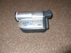 SAMSUNG VP-W70U 8mm Camcorder. No box, charger or instructions