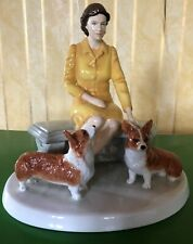 ROYAL DOULTON FIGURE THE QUEEN AT HOME WITH CORGI DOGS HN 5807 LTD ED BOXED