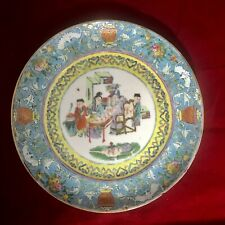 A Pretty Famille Rose Plate with Figures, D. 20 cm