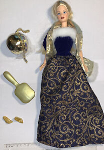 2001 Barbie Ring In The New Year Newly Unboxed Complete Mackie Face Blonde (578)