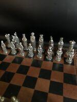 Älteres Schachspiel mit Metallfiguren komplett