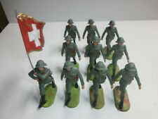 Konvolut 10 alte Elastolin Kunststoff Soldaten 7.5cm Schweizer mit Fahnenträger