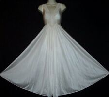 """VTG SHIMMERY CREAMY IVORY OLGA STYLE 160"""" SWEEP FIGURE HUGGING NIGHTGOWN S TO M"""