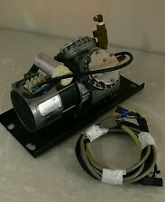 KNF Neuberger kl. Vakuumpumpe/ Typ/Mod.-UN726.3 ANI/ 220 V #606