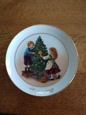 1982 Christmas Memories - Keeping the Christmas Tradition - Avon Plate