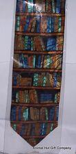Bücher über Regale Krawatte
