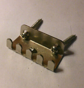 Tremolo Spring Claw (Strat Style Guitar) (with Screws)