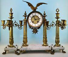 Adler Pendüle mit Beisteller, Marmor und vergoldete Bronze um 1860 -
