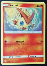 VICTINI  49/214 Rara in Italiano POKEMON Sole Luna Tuoni Perduti