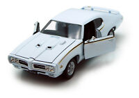 1:24-27 1969 White Pontiac GTO Judge WELLY DIECAST CAR