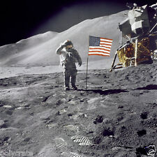 Photo Nasa - Apollo 15 David R. Scott sur la lune salue drapeau Etats-Unis