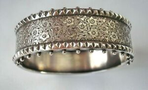 Stunning antique Victorian Sterling Silver bangle  - beautifully engraved