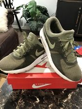NIKE AIR MAX ZERO MENS SIZE 10 US. PRE-OWNED