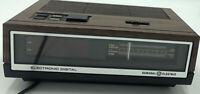 Vintage General Electric GE Electronic Digital Alarm Clock Radio 7-4640A Works