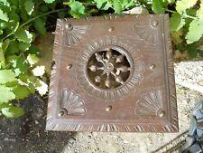 Ancien dessous de plat en bois travaillé décor style Breton Basque ....marquer