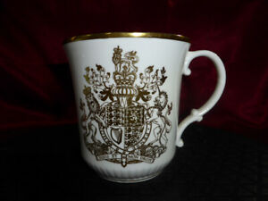 Royal Doulton QUEEN ELIZABETH II SILVER JUBILEE 1952-1977 China Mug White & Gold