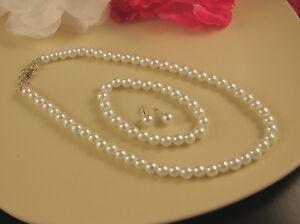 WHITE OR CREAM GLASS PEARL NECKLACE, EARRINGS & BRACELET SET