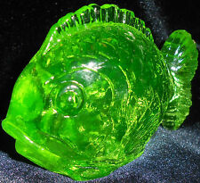 Green Vaseline glass Fish firgurine uranium yellow sea / glow canary paperweight