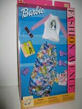 NRFB 2002 Barbie Fashion Avenue - Self Portrait Outfit 25701