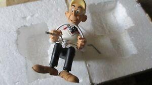 Aroutcheff-Figurine résine pour véhicule  l oeuf de Karamazout