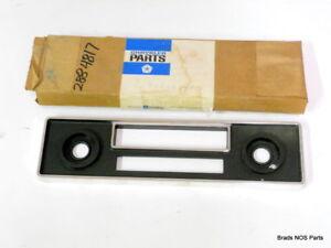 NOS Mopar 1970-76 Plymouth Valiant Dodge Dardo Am Radio Cromo Blk Bisel 2884817