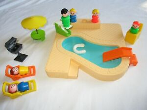 VINTAGE 1986 LITTLE PEOPLE PLAY FAMILY SWIMMING POOL COMPLETE SET 14 PCS #2526